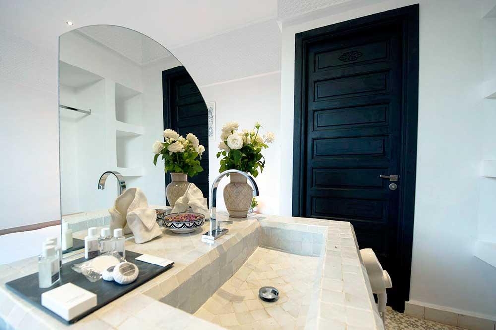 Badkamer met twee luxe stijlen cool d etten leur beniers